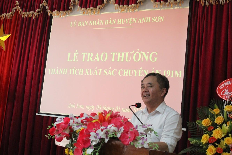 Đ/c Nguyễn Văn Sơn, Phó Bí thư Thường trực Huyện uỷ phát biểu tại Lễ trao thưởng.