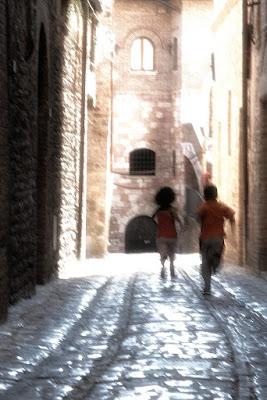 Fuga nel borgo di nicolaibba