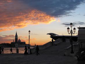 Photo: Sonnenuntergang und Luxusyacht Phoenix 2