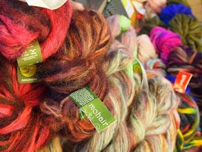 Photo: KarMa garn hade bland annat tagit med sig Colinettes färgsprakande garner.