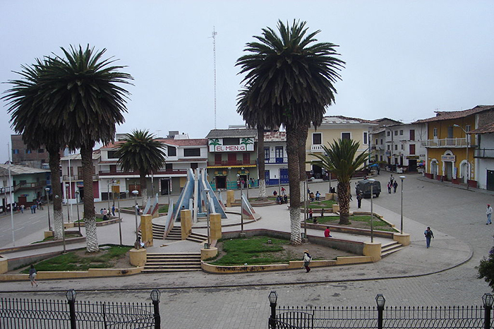La Plaza de Armas, ubicada frente a la Catedral donde está la Virgen de la Puerta.