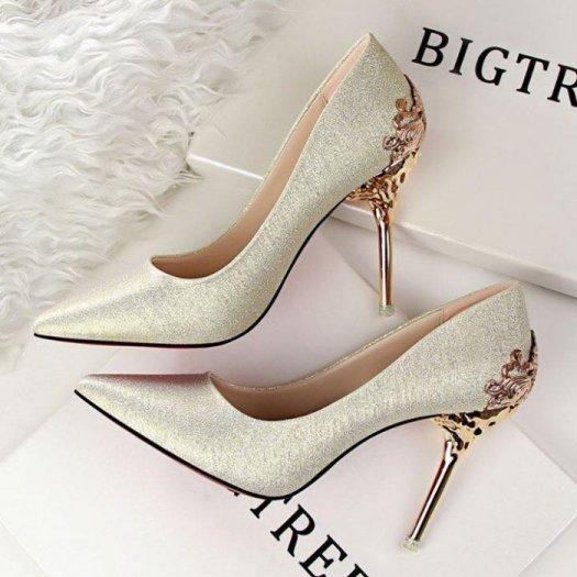 Giày cao gót sẽ giúp bạn tự tin hơn