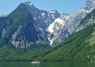 Photo: Kleiner und Großer Watzmann, auch Watzmann und Watzfrau genannt - dazwischen die 7 Watzmannkinder. Mit 2713 m ist der Watzmann der zweithöchste Berg Deutschlands.