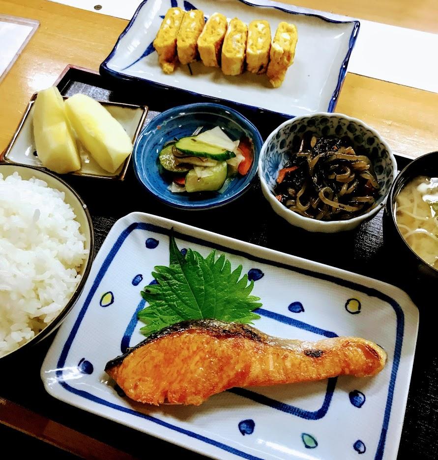 塩鮭と卵焼き定食