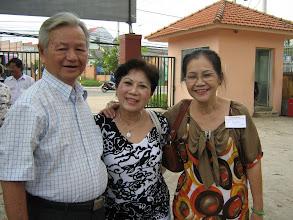 Photo: Kim Xuân và Bạch Yến (Mỹ) chụp chung với thầy Đức