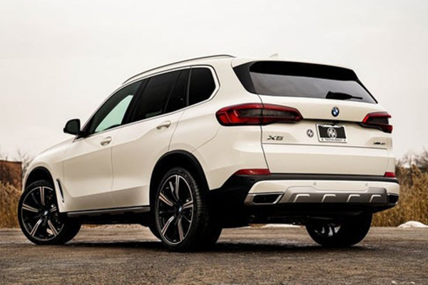 2020-bmw-x5-angular-rear
