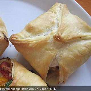 Gefüllte Blätterteigtaschen - Würstchen und Thunfisch mit Gemüse, auch als Strudel