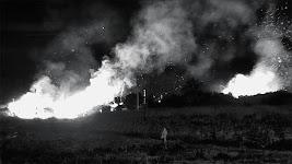hoog oplaaiende brand over breed gebied