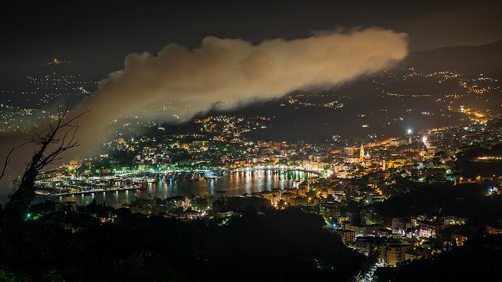 Una strana nube sulla città di LucaMonego