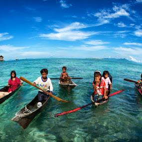 Children of Semporna by Siew Jun Han - News & Events World Events ( child, semporna, boats, children, sea, malaysia, ocean, kids, sabah )