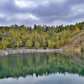 zatopený lom ve Výklekách u Olomouce by František Valčík - Landscapes Travel ( water, reflection, autumn )