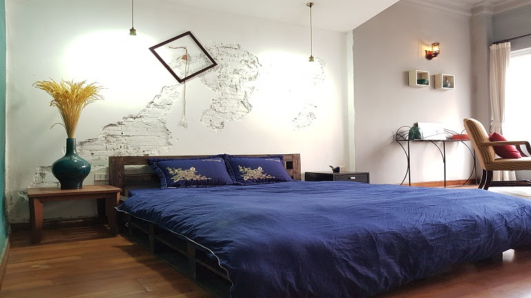 Cheap room with vintage style in Yen Phu street, Tay Ho district for rent