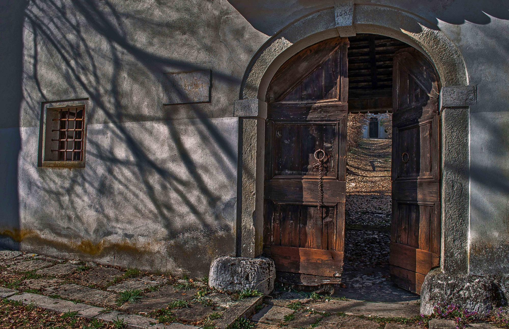 La porta del convento di Moreno re