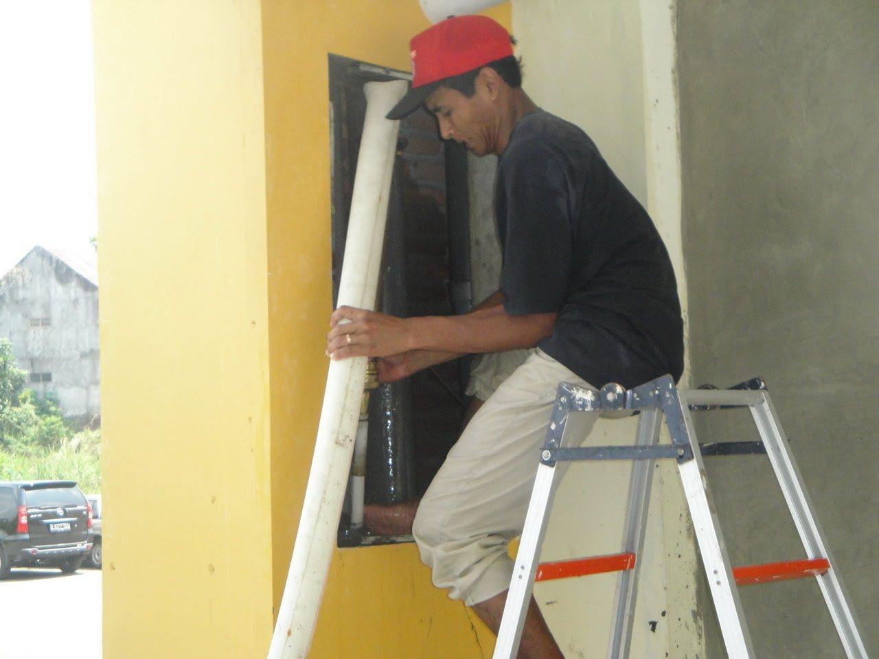 rusunawa sleman : perbaikan saluran wc penghuni yang tersumbat