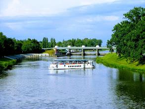 Photo: Река Лаба (Эльба).  Плавучий ресторан отправляется в плавание