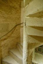 Photo: Visite de la Poterne: escalier entre le RDC et le 1er étage