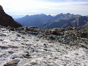 Photo: Arrivati alle falde del ghiacciaio calziamo i ramponi.