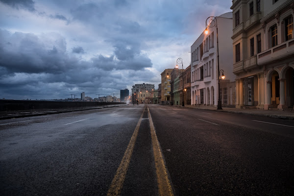 Malecon winter mood  di Marco Tagliarino