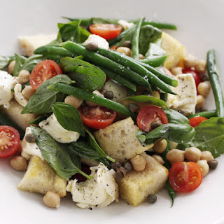 Summer Salad with Mozzarella and Croutons