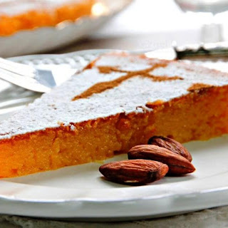 Quick and Easy Spanish Almond Cake – Torta de Santiago de Compostela.