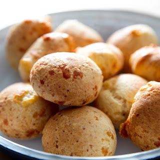 Cuñapes/Pão de Queijo (South American Cheesy Bread).