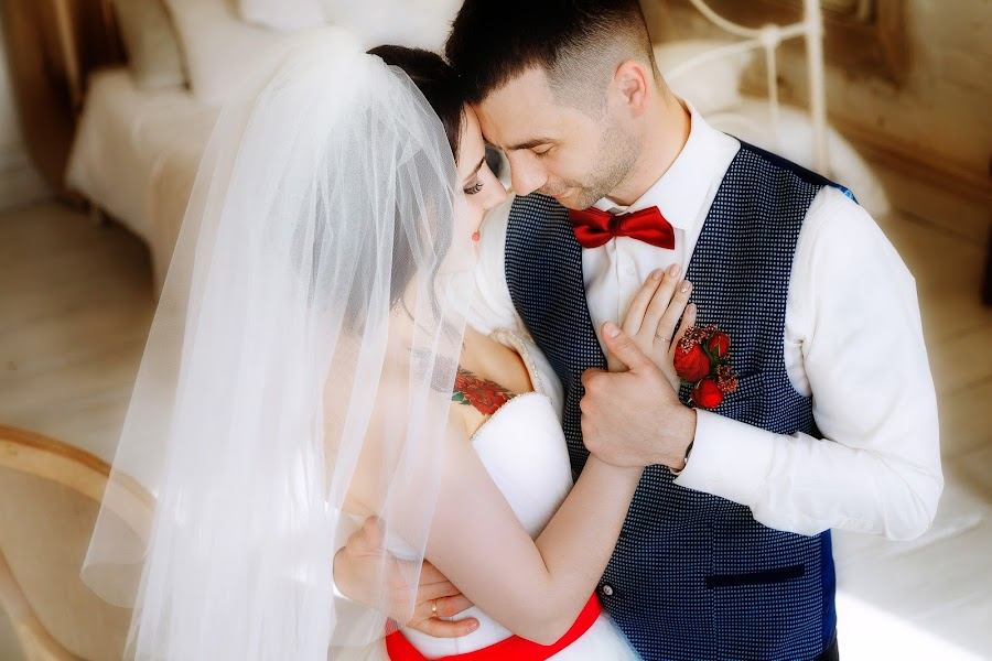 Bröllopsfotograf Lyubov Pyatovskaya (Lubania89). Foto av 24.04.2016