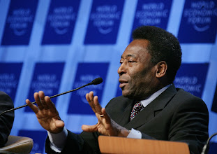 Photo: DAVOS/SWITZERLAND, 26JAN06 - Edson Arantes do Nascimento (Pele), World Cup Soccer Champion and Director, Empresas Pele, Brazil captured during the session 'Can a Ball Change the World: The Role of Sports in Development' at the Annual Meeting 2006 of the World Economic Forum in Davos, Switzerland, January 26, 2006. 