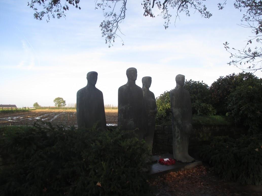 beeldengroep van Krieger - Duitse militaire begraafplaats Langemark