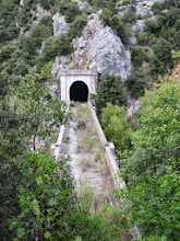 Photo: Petite diversion pour le retour à la voiture : 2 tunnels ferroviaires désaffectés