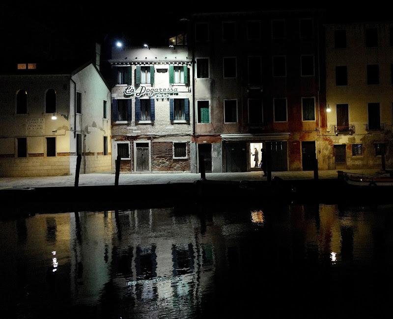 Calle di notte di mgo