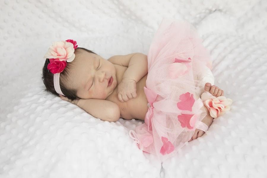 (17) 2018-02-05 by Richelle Wyatt - Babies & Children Babies