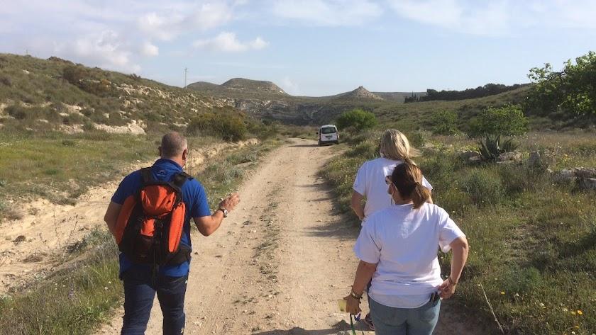 Dentro de las actividades programadas se encuentran las rutas de senderismo.