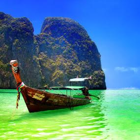 The Boat - Phi Phi Island by Maynard Caryabudi - Travel Locations Landmarks