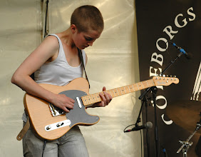 Photo: Blue Struck: Susanna Risberg vikarierar som gitarrist