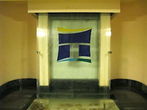 Photo: 13.10.08St Paul's Bay, Qawra : hôtel Dolmen,hall, entrée, logo avec fontaine d'eau