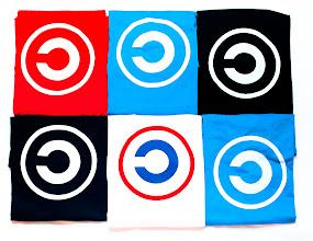 Photo: Aquests són els meus colors Samarretes copyleft www.llibres-artesans.com