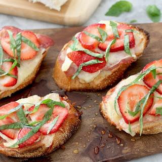 Strawberry & Brie Crostini Recipe