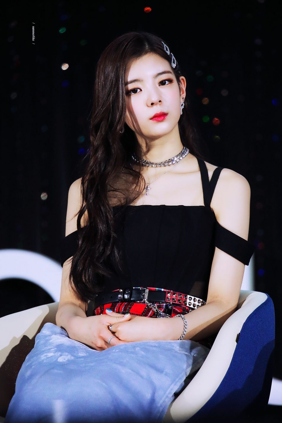 lisa red lips