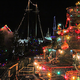 Christmas at the Harbour by Lena Arkell - Public Holidays Christmas ( red, traps, ships, green, blue, night, lobster, yellow, colourful, lights,  )