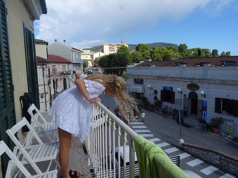 un saluto dal balcone di ele_betta