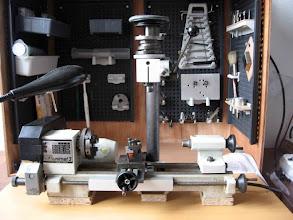 Photo: le tour est opérationnel devant l'armoire la largeur de la table est bonne pile poil