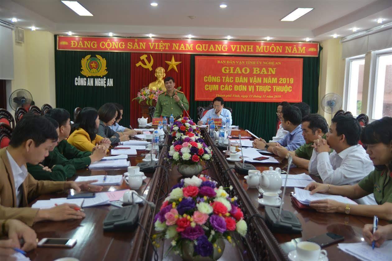 Đồng chí Đại tá Lê Khắc Thuyết, Phó Giám đốc Công an tỉnh phát biểu tại Hội nghị