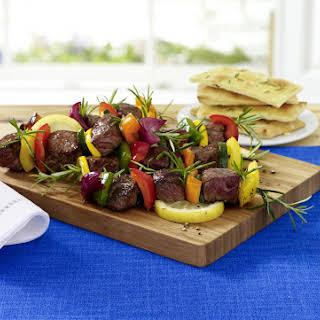 Rosmary Dijon Beef Kebabs with Vegetables.