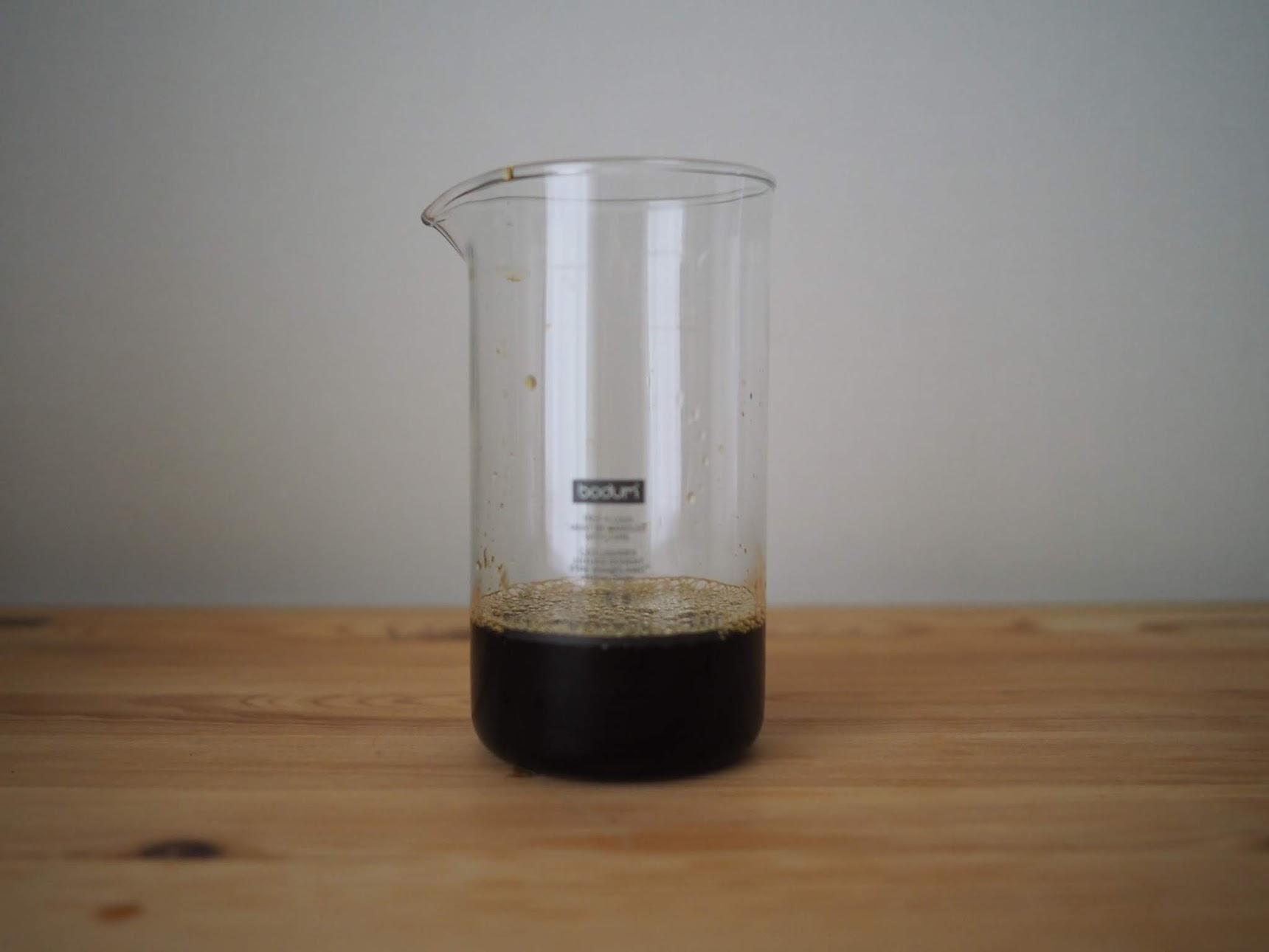 ミルクフローサーにアイスコーヒーを入れる