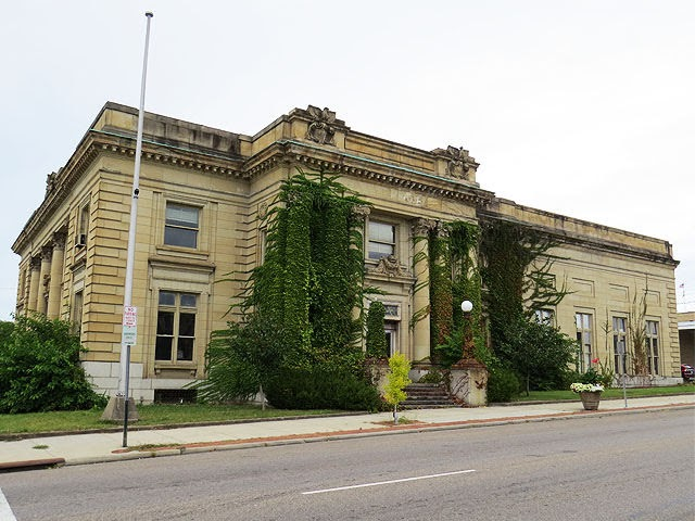 Zanesville: old Federal Building