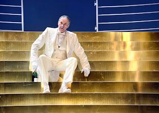 Photo: Theater in der Josefstadt: DER ZERRISSENE von Johann Nestroy. Inszenierung Michael Gampe, Premiere 2.10.2014. Clemens aap Lindenberg. Foto: Barbara Zeininger