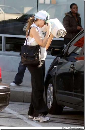 jessica alba pregnant with baby 2. Jessica Alba#39;s Huge Baby Bump