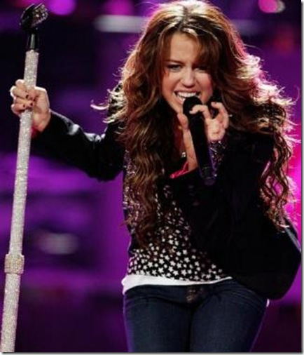 Miley na koncerima Miley%20cyrus%20on%20idol%5B4%5D