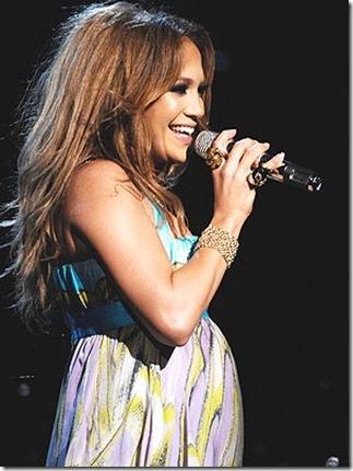 what does jennifer lopez husband look like. Jennifer Lopez with a burgling