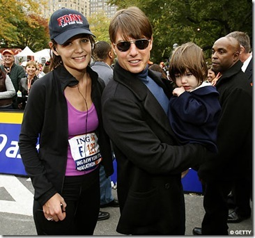 tom cruise and katie holmes kissing. Tom Cruise and Suri cheer on